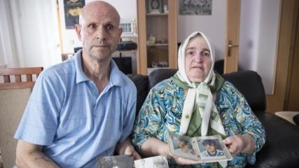 Boşnak aile, Srebrenitsa'da öldürülen oğullarını defnetmeye hazırlanıyor