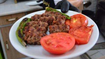 Tadını dede yadigarı ızgaradan alan lezzet: Biga köftesi