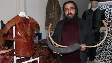 Osman usta, geleneksel Türk yayı ve okunu gelecek kuşaklara aktarıyor