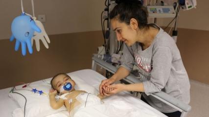 7 aylık bebeğine bir kez daha hayat verdi