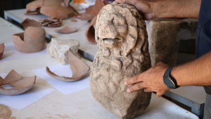 Assos'ta 2 bin 200 yıllık aslan heykeli bulundu