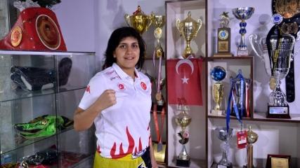Dövüş sporlarının 'altın kızı' başarıya doymuyor