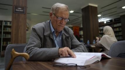 Üniversiteden 75 yaşında mezun oldu, Osmanlıca çeviri yapmak istiyor