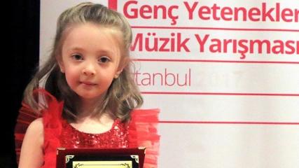 4 yaşındaki minik piyaniste ödül