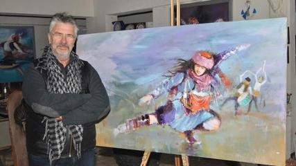 Efe kültürünü tablolarıyla dünyaya tanıtıyor