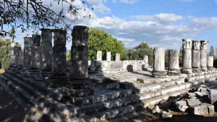 Lagina Hekate Kutsal Alanı'nın tören kapısı düzenleniyor