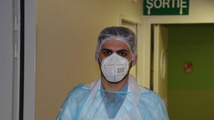 Erzurumlu doktor Fransa'da babasının onardığı hastanede hayat kurtarıyor