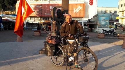 Almanya'dan Türk bayrağı ve bisikletiyle yola çıkan gezgin Gelibolu'da