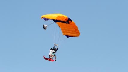 Fransız sporcu, Türk bayrağıyla atlayış yaptı