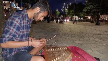 Diyarbakırlı üniversite öğrencisi 'santur' çalarak Balkanları geziyor