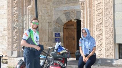 Bisikletle dünya turuna çıkan 2 İngiliz Konya'ya ulaştı