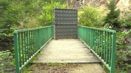 Köprüye kilitli kapı taktılar