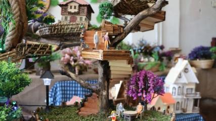 Ağaç köklerinden maket evler yapıyor