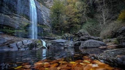 Depremden doğan Suuçtu Şelalesi'nde sonbahar güzelliği
