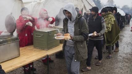 Kampın zor koşullarına rağmen umuda yolculuk sürüyor