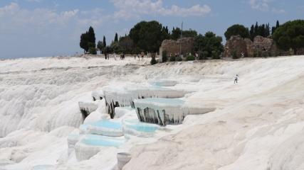 Turistlerin gözdesi 'Pamukkale'