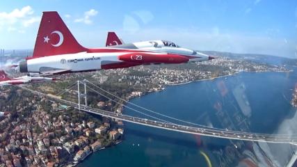 Türk Yıldızları'nın İstanbul'u selamlamasına