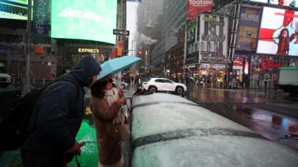 New York'ta yılın ilk kar yağışı