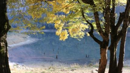 Sülüklügöl Tabiat Parkı'nda sonbaharın güzellikleri yaşanıyor
