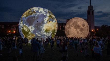 Çekya'daki Dünya ve Ay modelleri