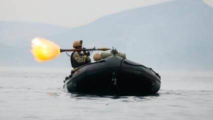 Deniz piyadelerinin derin sularda nefes kesen eğitimi